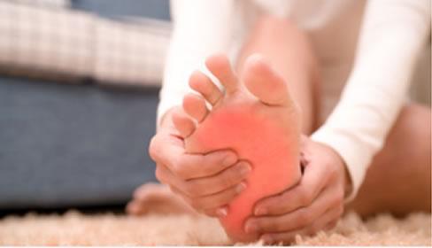 Dores nos pés: conheça os principais problemas e tratamentos