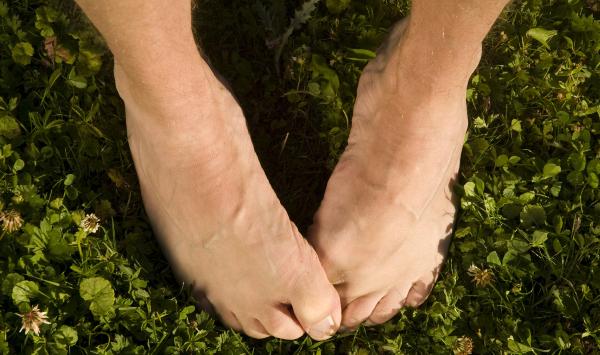 Dor nas unhas dos pés dos idosos